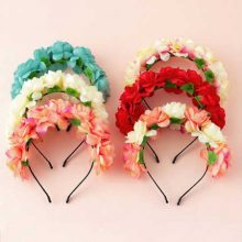 Cute summer wedding hair accessories with flowers